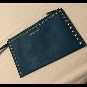 Teal Michael Kors Wristlet in great condition.